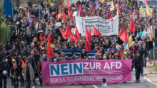 הפגנות הימין האירופי נגד המהגרים המוסלמים (צילום: EPA) (צילום: EPA)