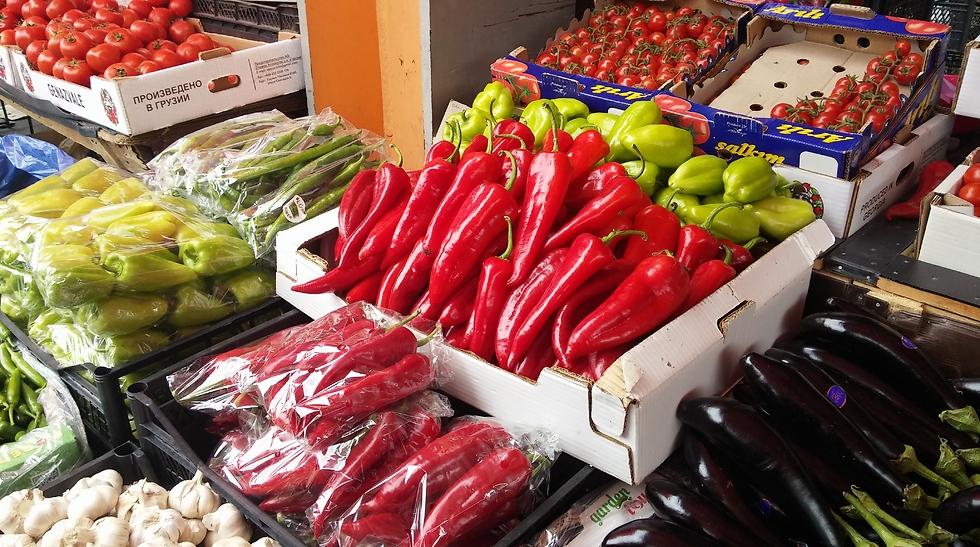 מתוקים, חריפים ולממולאים - פלפלים צבעוניים (צילום: מור אלזון) (צילום: מור אלזון)