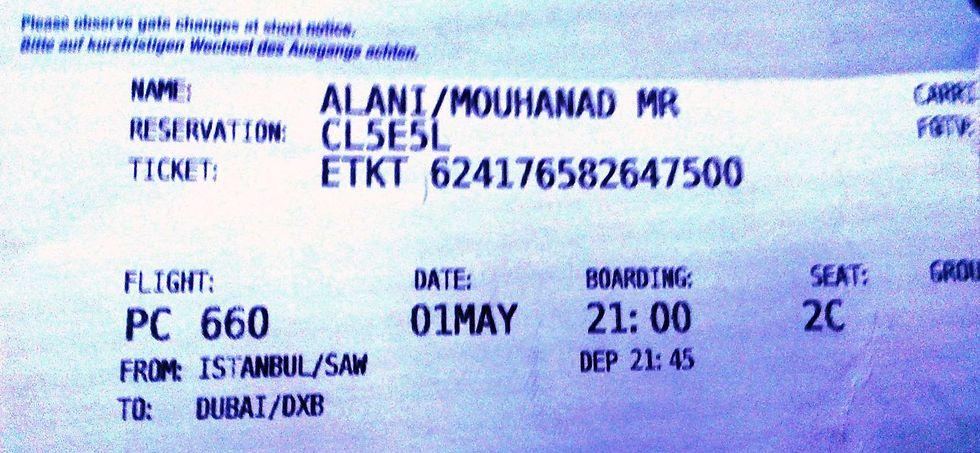 כרטיס העלייה למטוס של הנוסע לדובאי - כפי שצולם על הטיסה לתל אביב ( ) ( )
