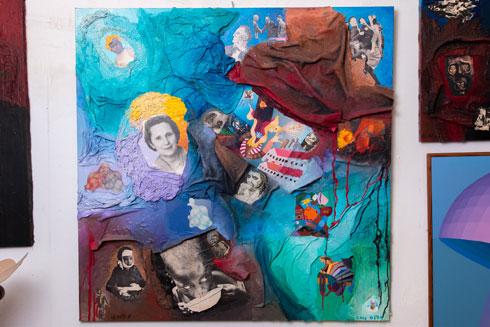 """ציור של עמוס בלס. """"נשארתי בחיים בזכות הוריי, שדאגו להחביא אותי במקומות שהיה קשה למצוא"""" (צילום: ירדן מרקוס)"""