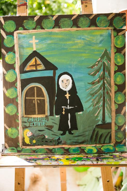 """ציור של רוזנשטיין. """"למזלי, ליד המחנה היה מנזר, והאנשים בו ראו מה קרה, אז הם לקחו אותי לשם וטיפלו בי"""" (צילום: גילי לוינסון)"""
