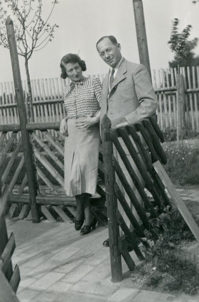 פול והדי סטרנד, בתמונה שצורפה למכתב שנשלח מפראג ב-1939 (באדיבות המוזיאון למורשת יהודית, צילום: Melanie Einzig)