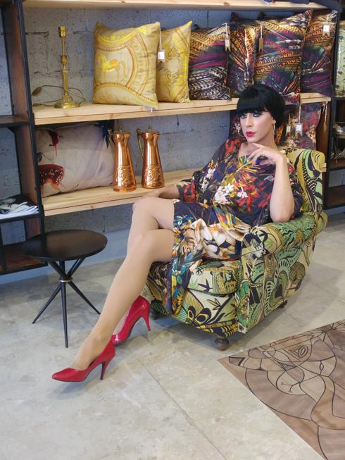 """""""לטלולה אין פאייטים בארון"""". שמלה בהדפס מקורי של יוסף (צילום: שחף סגל )"""