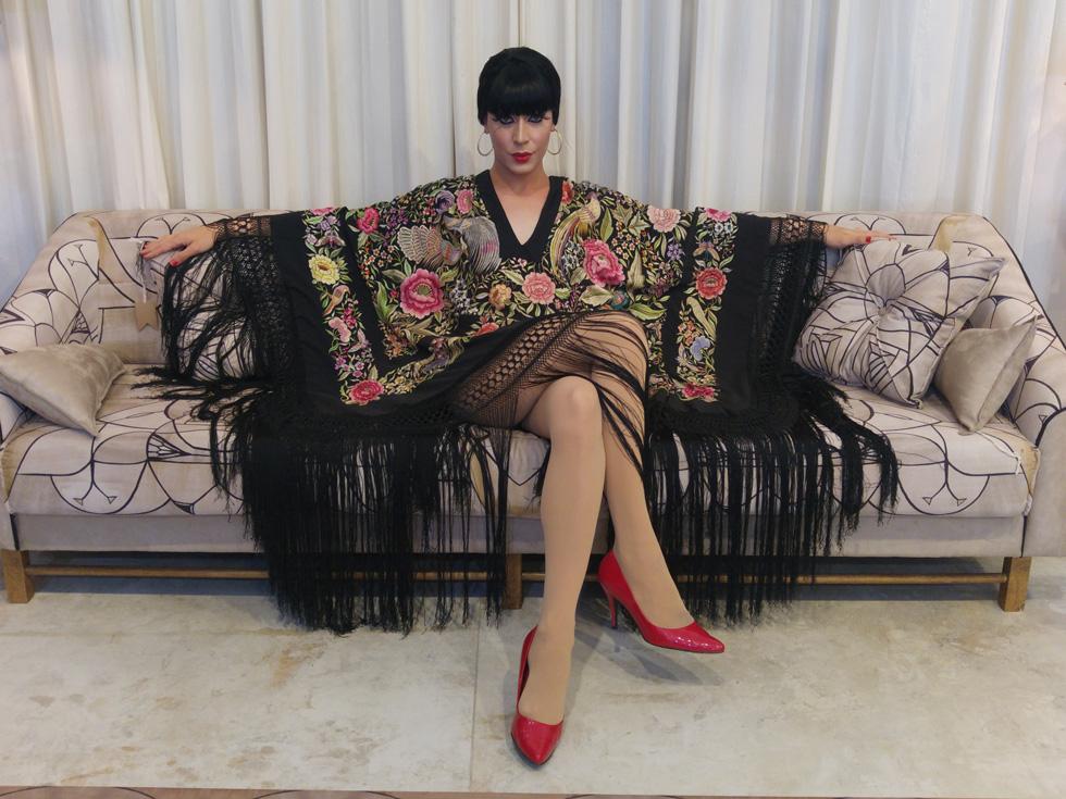 """""""אנחנו מאוד אוהבות לדמיין את ירדנה ארזי לובשת בגדים שאני לובשת"""". טלולה בונט בשמלה של יוסף, שתלבש לקבלת הפנים בשגרירות ישראל ביפן (צילום: שחף סגל )"""