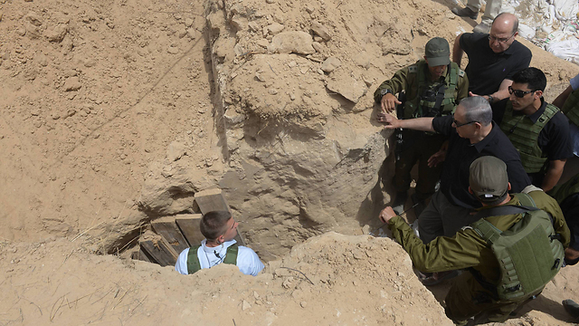 Netanyahu visits a tunnel uncovered near the Gaza border. The only inspected official who still holds the same position he held during the operation (Archive photo: Amos Ben Gershom, GPO) (Photo: Amos Ben Girshom)
