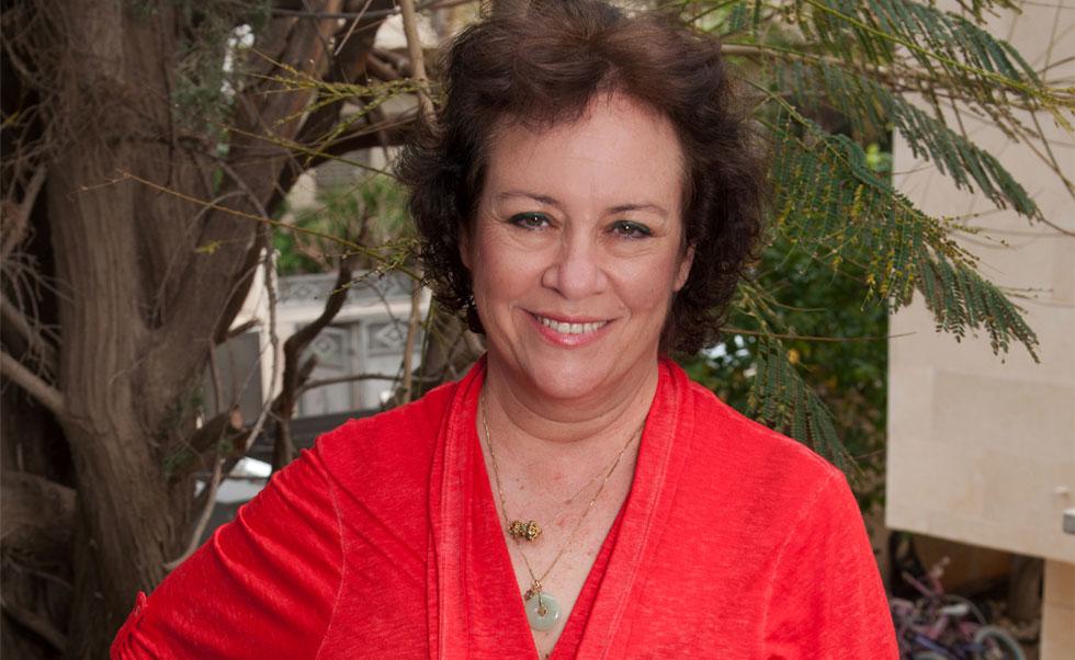 דינה היימן, בת  54, מדריכת טיולים, מרצה ועוסקת בהוראת מחוננים, גרושה ואם לתאומות, מתגוררת בנתניה (צילום: עדי אדר)