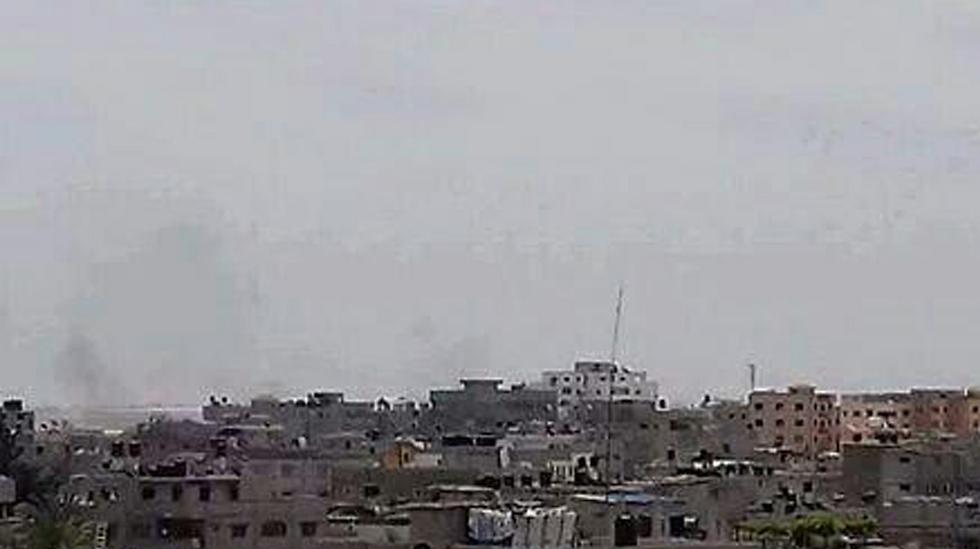 עשן מיתמר בשכונת סג'עייה בעזה, היום ()