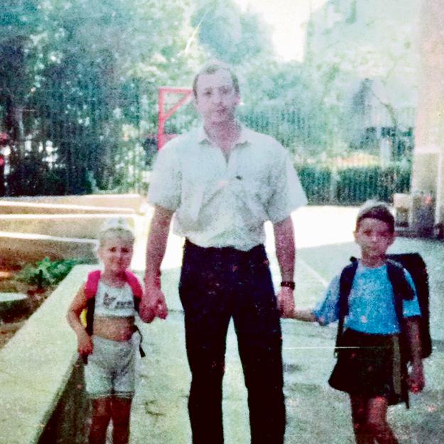 עם אבא אלכסנדר והאח יוסי
