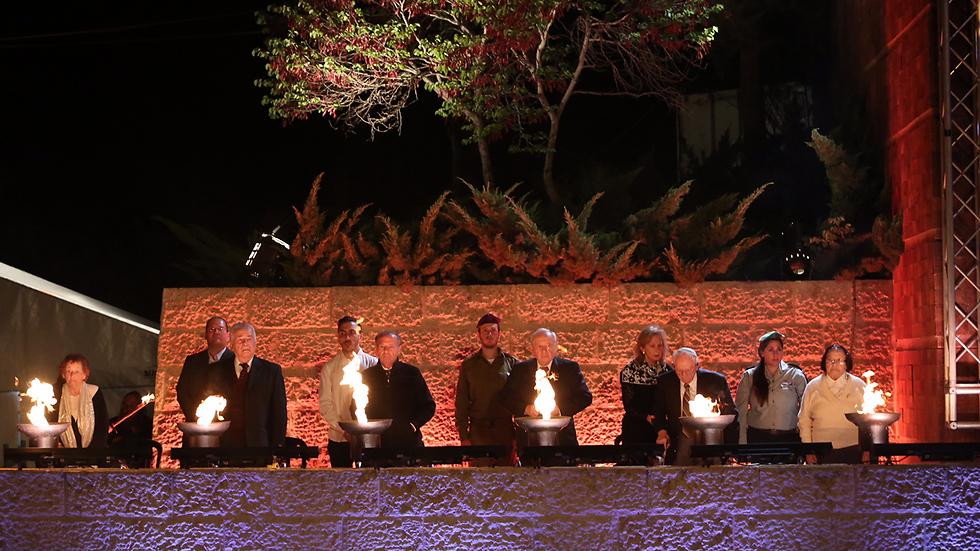 Зажигание факелов в День независимости. Фото: Гиль Йонатан