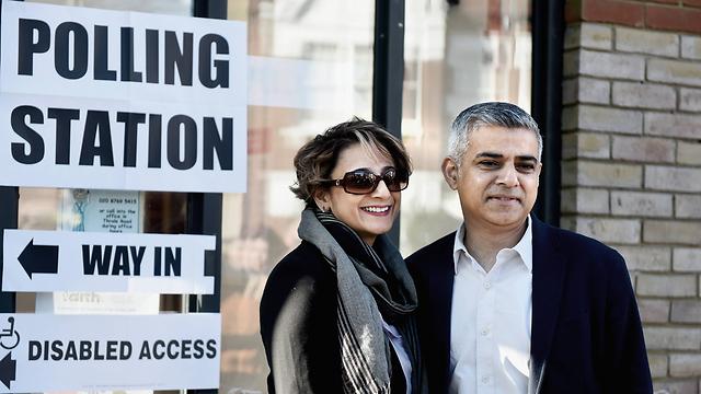 ניצחון היסטורי. חאן ואשתו (צילום: gettyimages) (צילום: gettyimages)