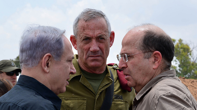 Prime minister with former Chief of Staff Benny Gantz (center) and former Defense Minister Moshe Ya'alon (Photo: Kobi Gidon/GPO) (Photo: Kobi Gidon, PMO)