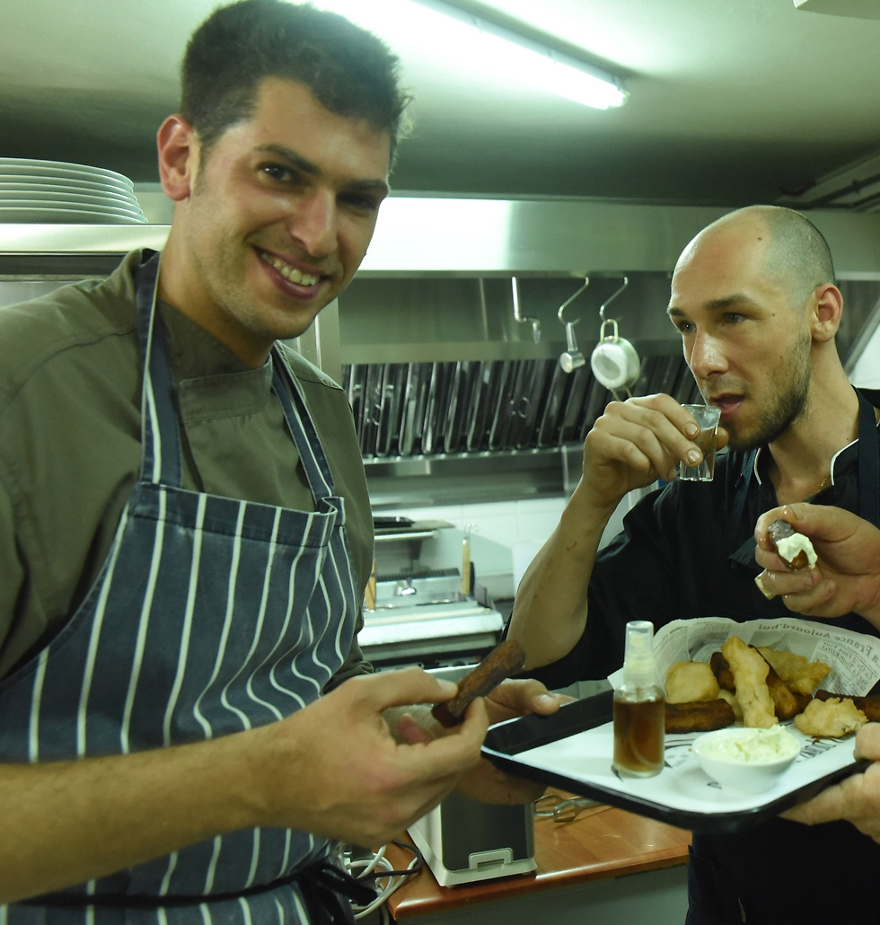 מסעדת מיוז: רונן וולדמן ולאנדרו וסקז (צילום: אביהו שפירא) (צילום: אביהו שפירא)
