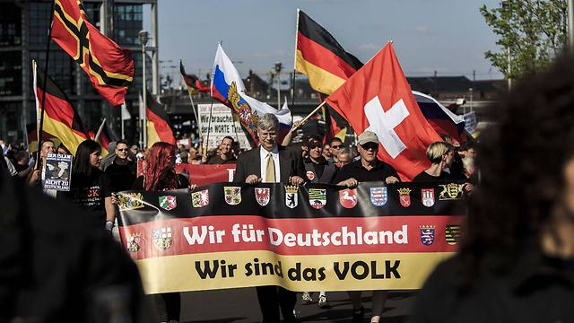 מפגינים נגד קליטת המהגרים בגרמניה (צילום: gettyimages) (צילום: gettyimages)
