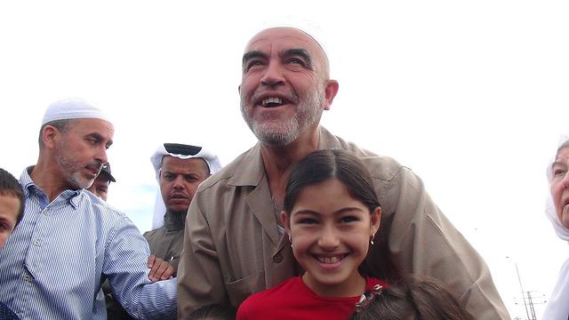 Sheikh Raed Salah enters prison (Photo: Barel Ephraim)