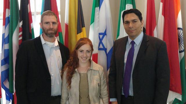 """שגריר ישראל באו""""ם, דני דנון, עם נתן מאיר ובתו רננה ()"""