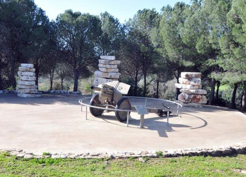 כרמיאל: אנדרטה לזכר סמ''ר ניר נחום (צילום: אלכס הובר)