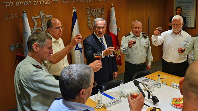 Netanyahu, center, flanked by IDF chief Eisenkot on his left and Defense Minister Ya'alon on his right, with deputy IDF chief Golan to Ya'alon's right (Photo: Koby Gideon, GPO)