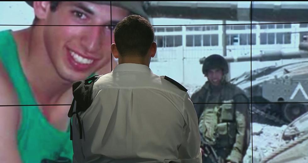 """""""מאוד גאה לשרת בצבא ולהיות במדים"""". רס""""ל ש' ()"""