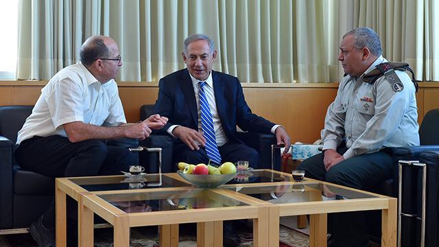 """יעלון עם ראש הממשלה והרמטכ""""ל בשבוע שעבר (צילום: אריאל חרמוני/משרד הביטחון) (צילום: אריאל חרמוני/משרד הביטחון)"""