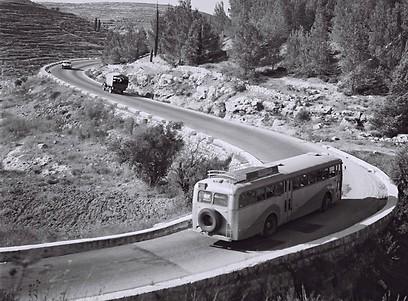 1960 - מזהים? זה סיבוב מוצא על הכביש לירושלים (ארכיון אגד) (ארכיון אגד)