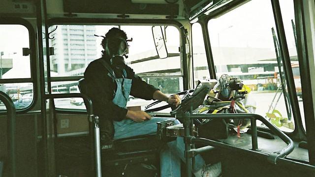 1991, מלחמת המפרץ - נהג אגד יוצא לעבודה (ארכיון אגד) (ארכיון אגד)