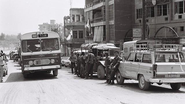 1982 - מלחמת שלום הגליל, בלב העיר ביירות (ארכיון אגד) (ארכיון אגד)