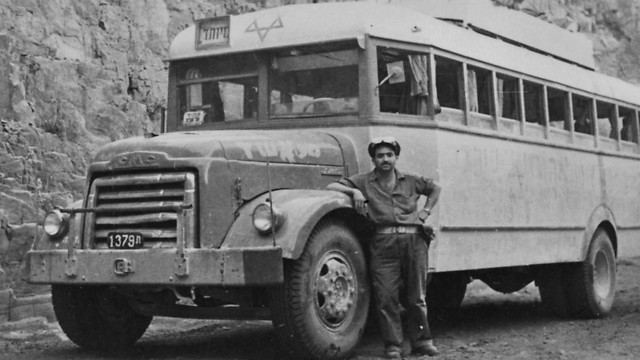 1956 - אוטובוס GMC משמש אמבולנס צבאי במבצע סיני (ארכיון אגד) (ארכיון אגד)