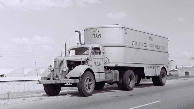 לפני קום המדינה, ועד שנות ה-80 - אגד חבילות, שירות משלוח החבילות של אגד לכל קצוות הארץ (ארכיון אגד) (ארכיון אגד)