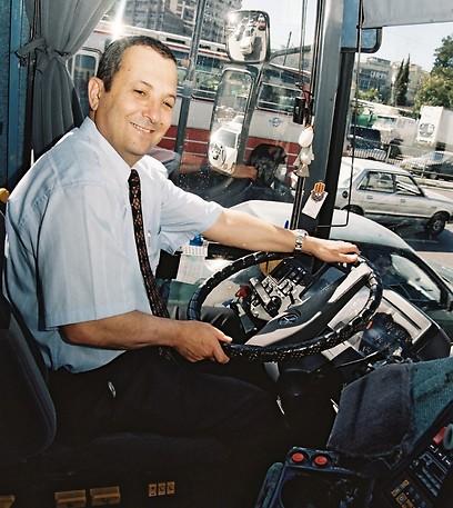 1999 - אהוד ברק, מאחורי ההגה (ארכיון אגד) (ארכיון אגד)