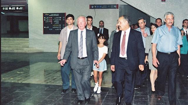 16.8.1993 - טכס פתיחת התחנה המרכזית החדשה בתל אביב, במעמד ראש הממשלה, יצחק רבין (ארכיון אגד) (ארכיון אגד)