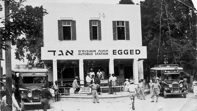 1933 - תחנת אגד הראשונה בתל אביב, שדרות רוטשילד (ארכיון אגד) (ארכיון אגד)