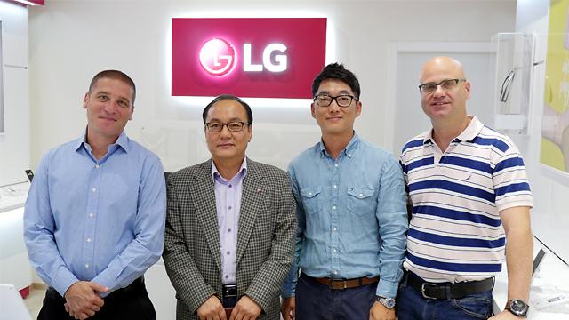אנשי LG ורונלייט (צילום: גיא לוי) (צילום: גיא לוי)