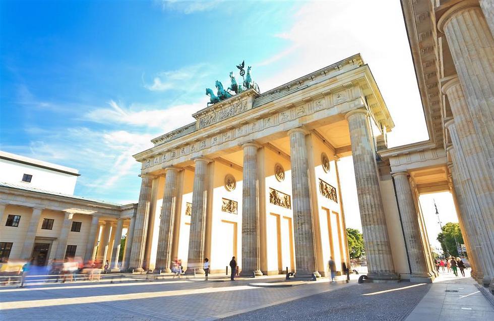 מתארת מסע מפראג לברלין  (צילום: סמארטאייר) (צילום: סמארטאייר)