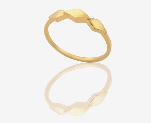 שלומית אופיר. 15 אחוז הנחה על תכשיטים ונעליים לכלות ו-10 אחוז הנחה על כל טבעות האירוסין והנישואין (צילום: שלומית אופיר)