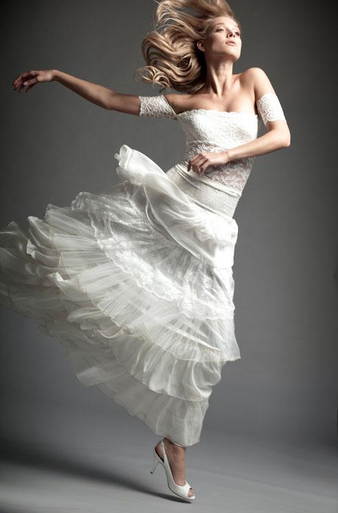עומרי גורן. עד 60 אחוז הנחה על שמלות כלה וערב מעונות קודמות (צילום: אלון שפרנסקי)