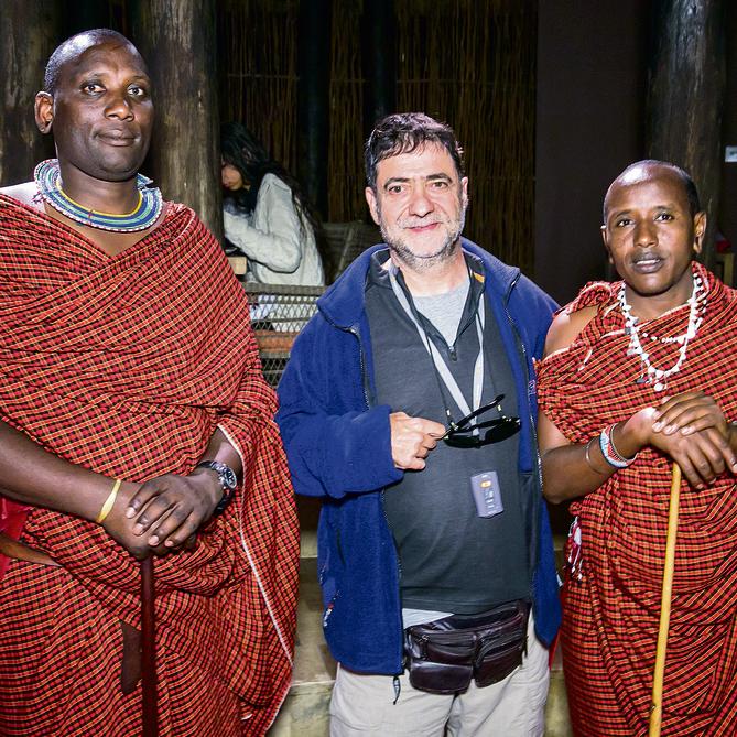פלד ובני אחד השבטים בטנזניה