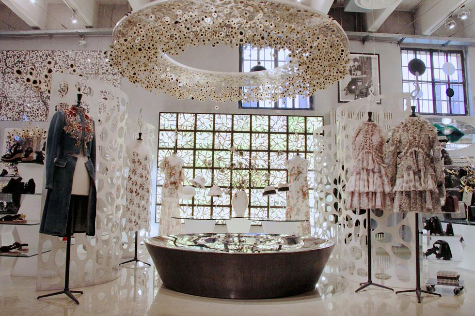 """""""למרות שנדמה שחנות הבגדים היא הלב של קורסו קומו, דווקא הגלריה היא מרכז הפעילות שלי"""". קרלה סוזאני על רשת חנויות הקונספט שהקימה (צילום: קורסו קומו / סטורי שרונה)"""