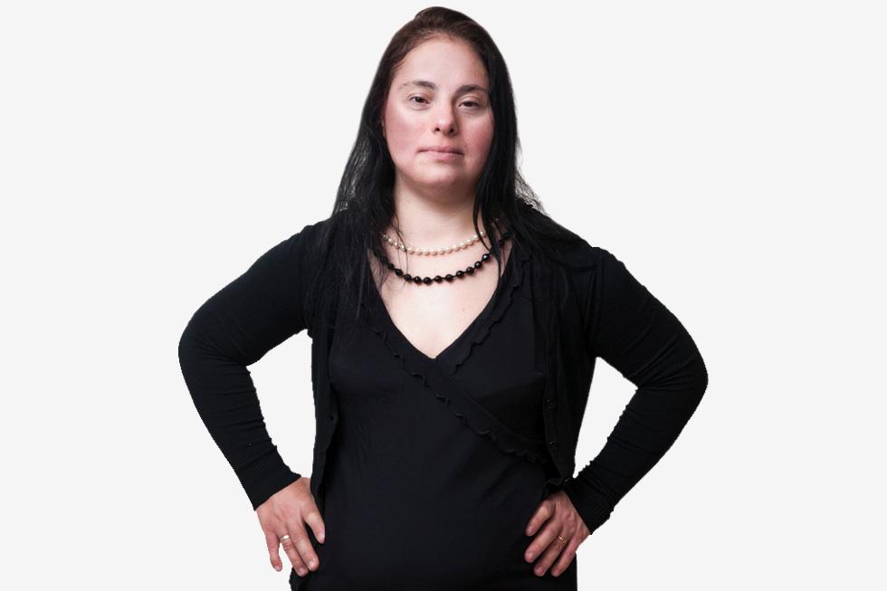 """טלי מועלם, בת 42, נשואה שש שנים. עובדת במסעדה, מתגוררת בקיבוץ חפציבה. """"רציתי להתחתן עם שמלה לבנה, הינומה וזר"""" (צילום: עדי אדר)"""