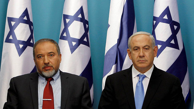 Incoming defense minister Lieberman and Prime Minister Netanyahu (Photo: Reuters)