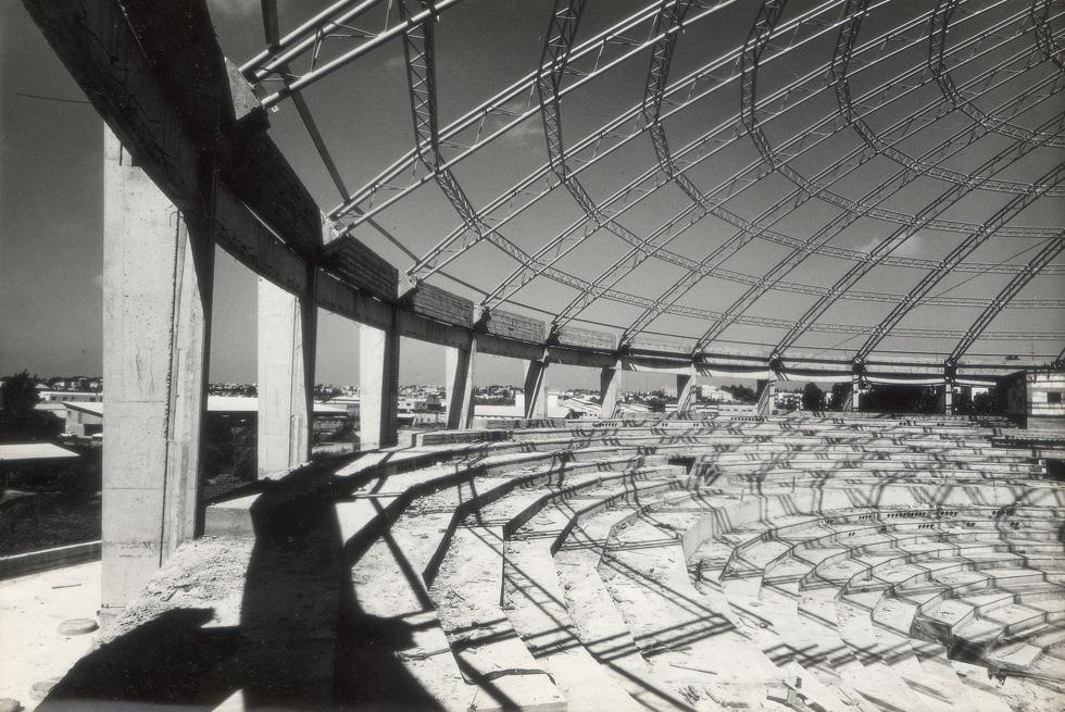 ההקמה הייתה כרוכה במכשולים, שהשעו את הבנייה במשך כמה שנים. רק ב-1966 היא נחנכה, בתכנונו של אדריכל אהרן דורון (באדיבות אוסף אהרן דורון, ארכיון אדריכלות ישראל)