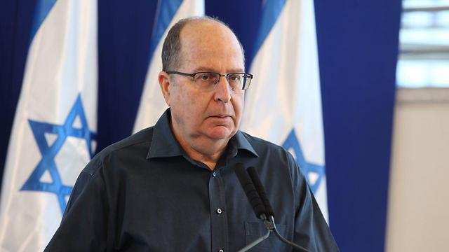 Moshe Ya'alon addressing the press Friday afternoon (Photo: Motti Kimchi) (Photo: Motti Kimchi)