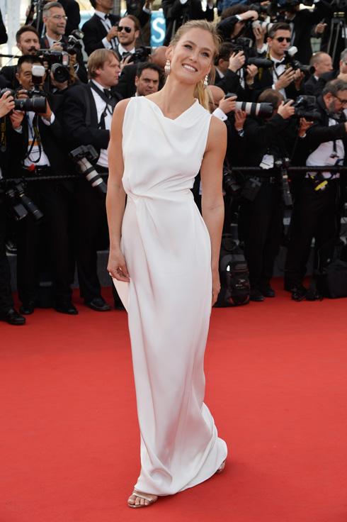 שמלה של מעצב שמלות ערב בינלאומי ידוע, שמעצב גם שמלות כלה, ולא להפך. בר רפאלי לובשת רולאן מורה (צילום: gettyimages)