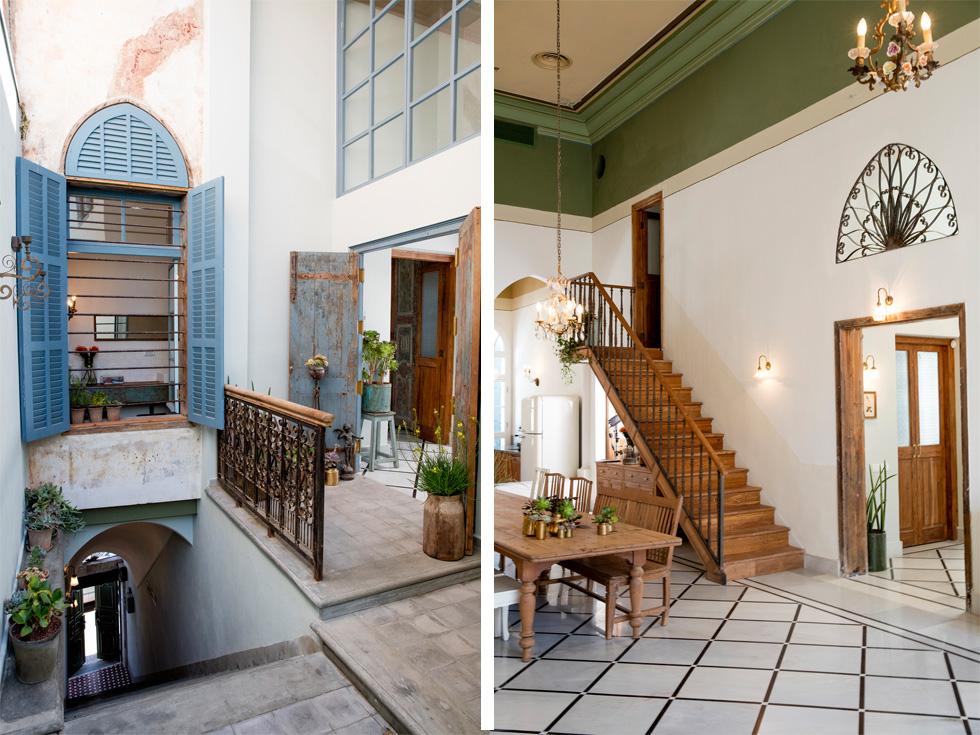 משמאל: דלת הכניסה מהרחוב נפתחת אל גרם מדרגות תלול, שמסתיים בפטיו פנימי. שתי דלתות עץ עתיקות שהובאו מהודו מובילות פנימה (צילום: יוסי סאליס)