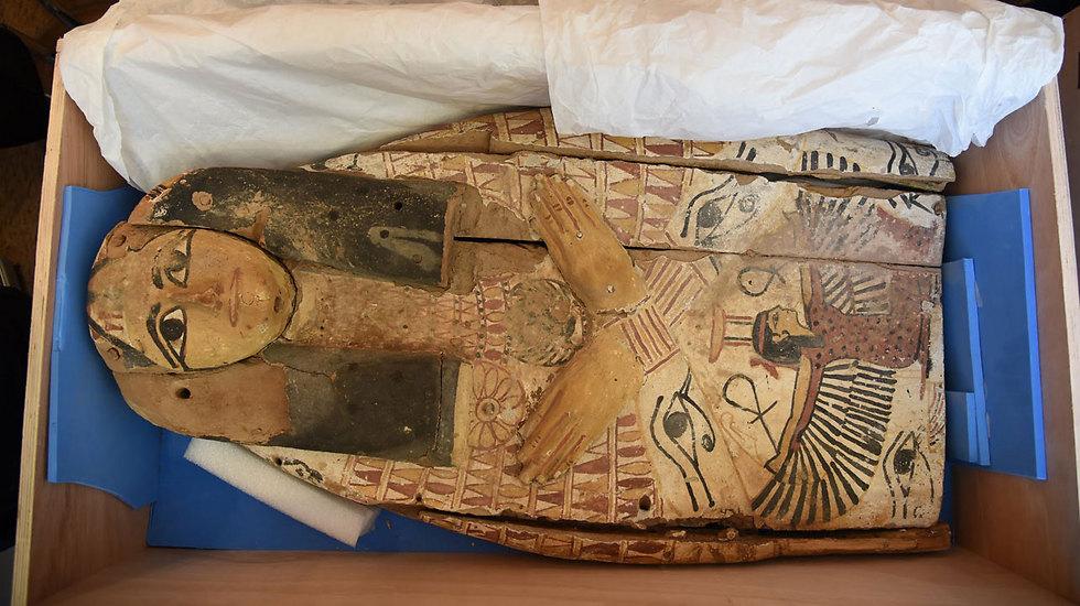 הפריטים הנדירים שהשיבה ישראל למצרים (צילום: אלרם מנדל, משרד החוץ) (צילום: אלרם מנדל, משרד החוץ)