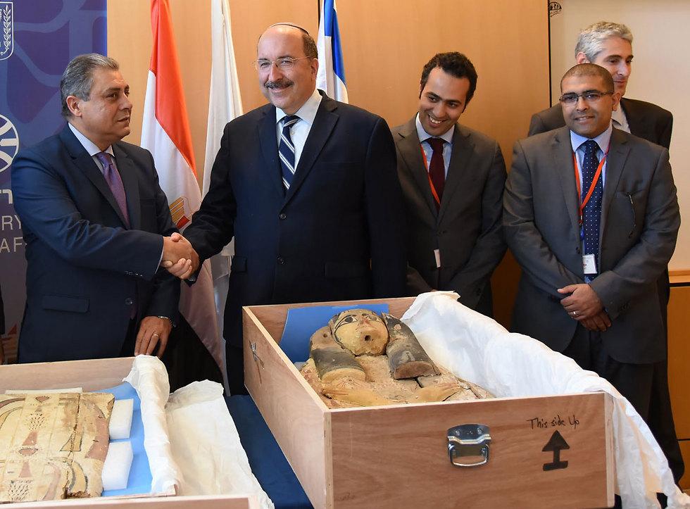 דורי גולד והשגריר המצרי חאזם חיירת (צילום: אלרם מנדל, משרד החוץ) (צילום: אלרם מנדל, משרד החוץ)