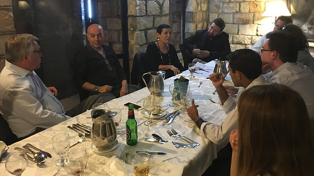 Smadar Haran meets with international journalists in Tzfat (Photo: Israeli Foreign Ministry)
