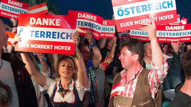 תומכי מועמד מפלגת החירות לנשיאות אוסטריה (צילום: AFP) (צילום: AFP)