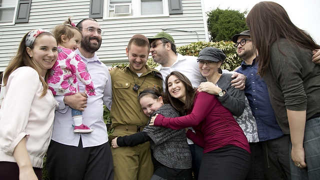 Yoni Wiesinger with his family in New Jersey (Photo: Nadav Newhouse)