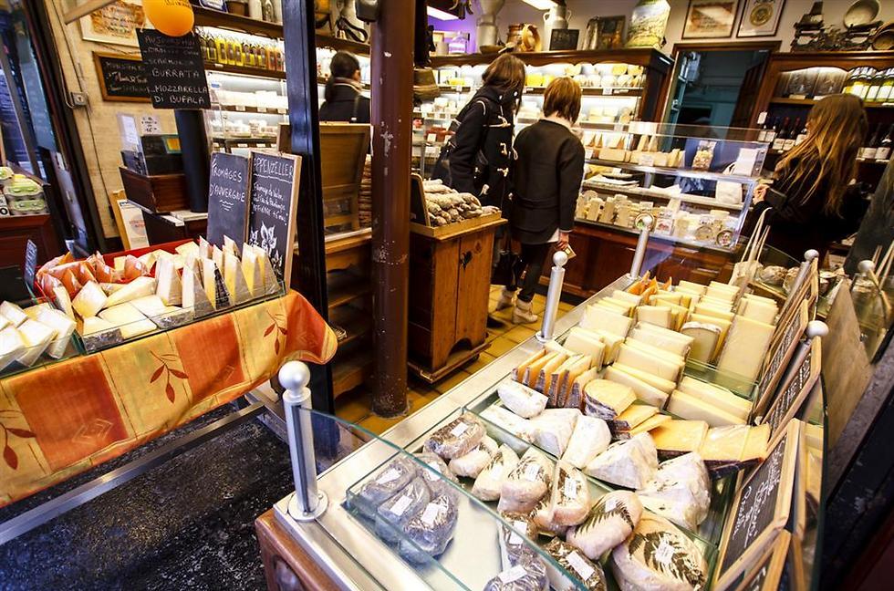 """""""לה בון מרשה"""" סופר עם אוכל איכותי מכל העולם (צילום: shutterstock) (צילום: shutterstock)"""
