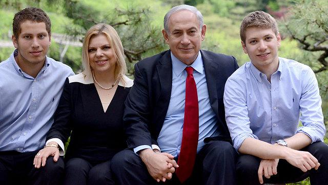 """מימין: יאיר, בנימין, שרה ואבנר נתניהו (צילום: קובי גדעון, לע""""מ) (צילום: קובי גדעון, לע"""